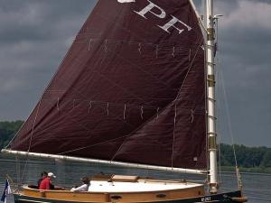 Die Pommersche Flunder - ein besonderes Schiff mit Latsch Segeln