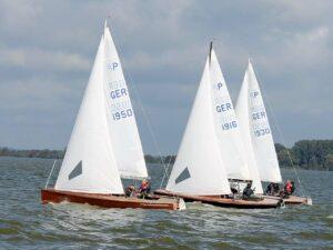 Die Top 3 bei der Clarholzer Seerose segelten mit Latsch-Segeln. | Bildrechte: SCC